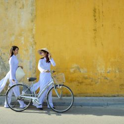 Pair of Vietnamese women - Tour Vietnam